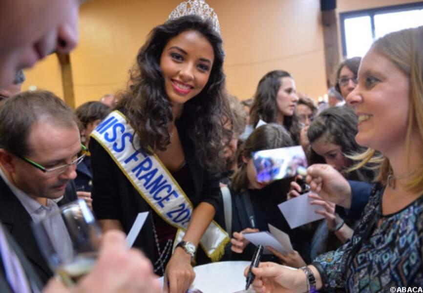 Flora Coquerel a signé de nombreux autographes
