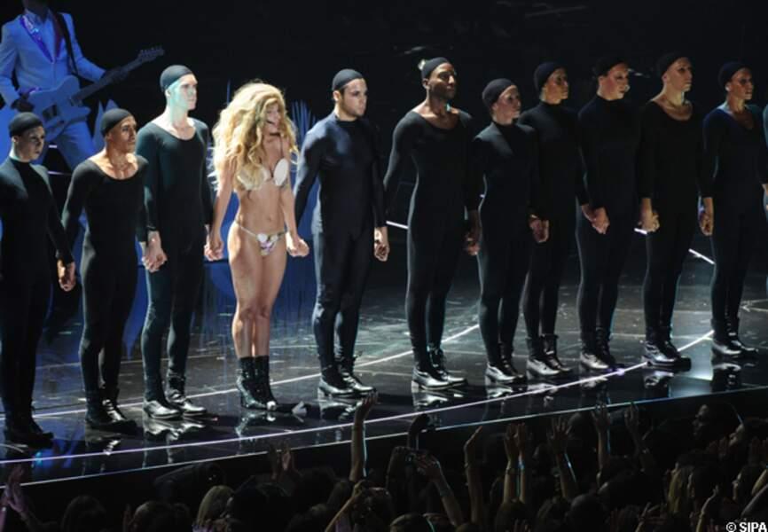 Lady Gaga et ses danseurs