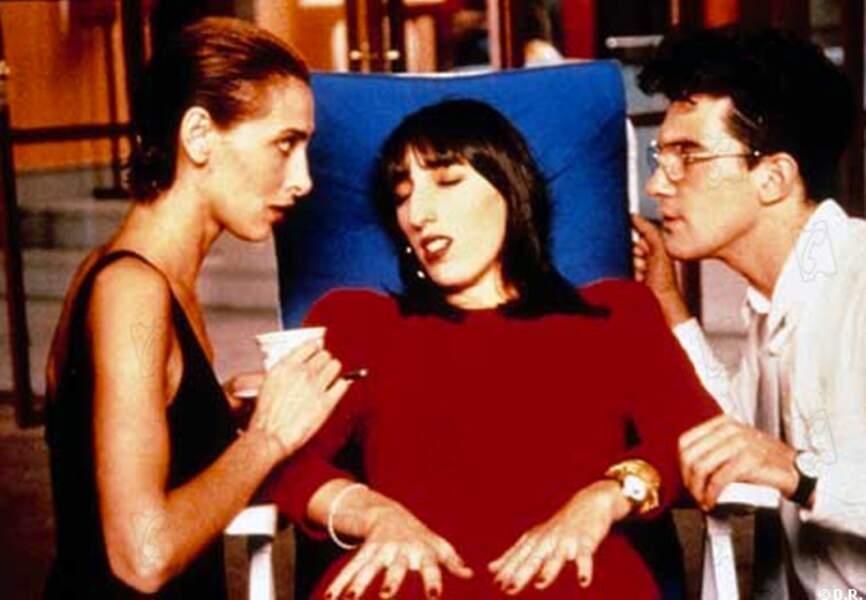 Rossy de Palma et Antonio Banderas dans Femmes au bord de la crise de nerf, en 1988