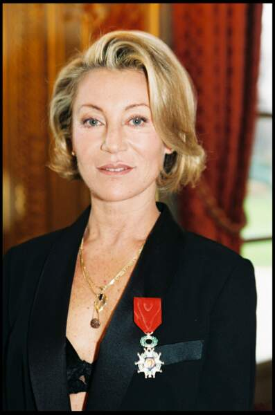 Sheila reçoit la légion d'honneur en 1998