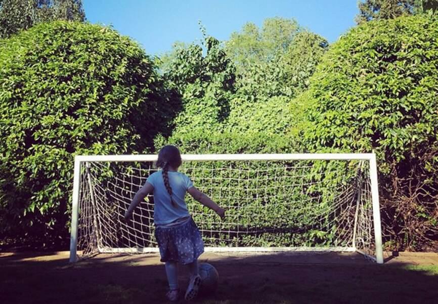 Et s'en inspire sous le regard admiratif de David Beckham
