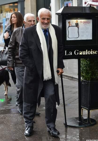 Jean-Paul Belmondo bien escorté
