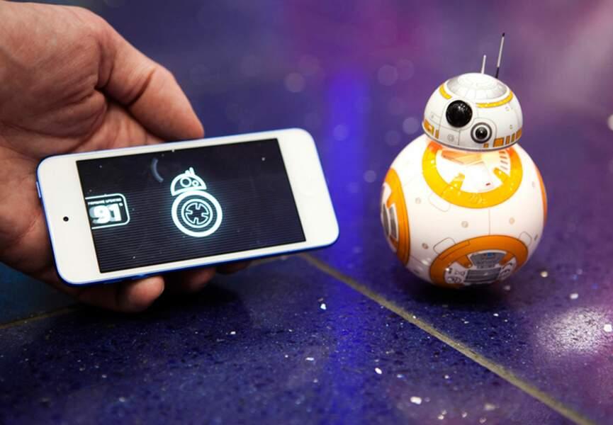 Star de la soirée, le robot BB8 commandé par smartphone