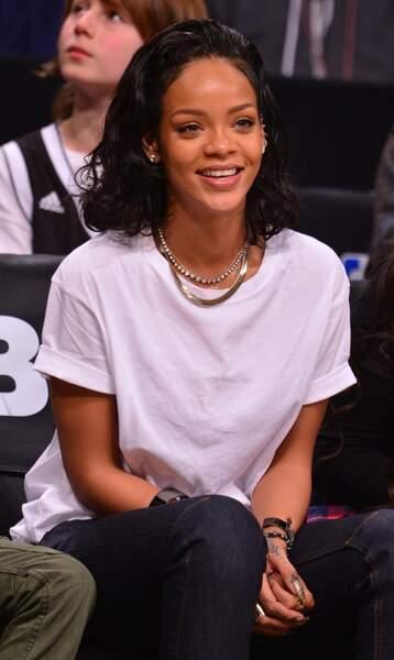 Carré long et wavy, pour Rihanna c'est réussi