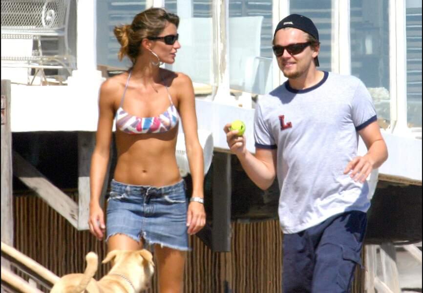 Gisele Bundchen et Leonardo DiCaprio en 2004 à Malibu