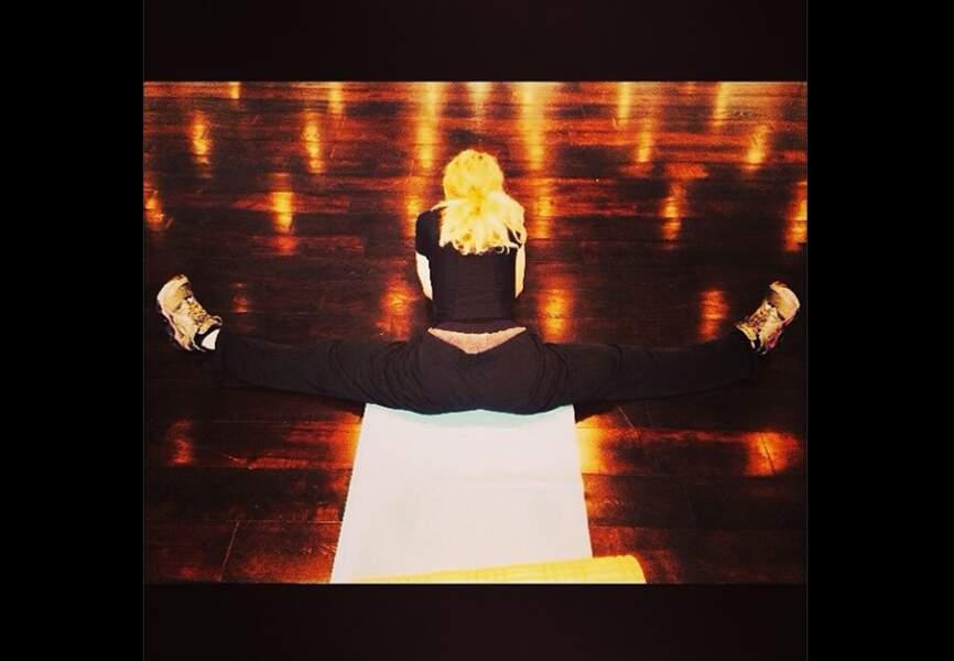 À 56 ans Madonna a su rester très très souple