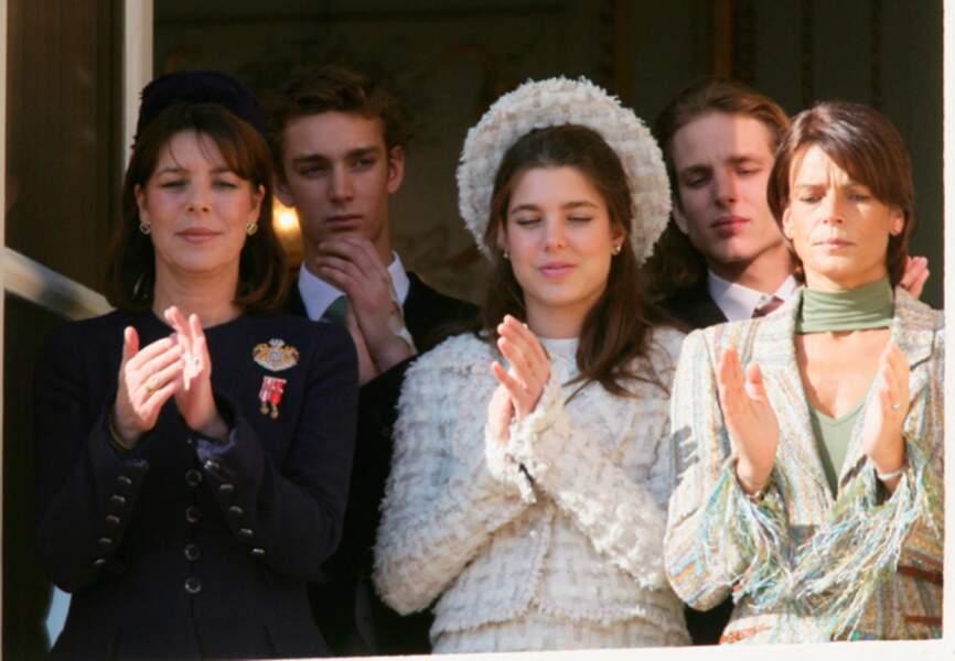 Mais aussi dans la joie, comme lors du couronnement d'Albert II de Monaco en juillet 2005