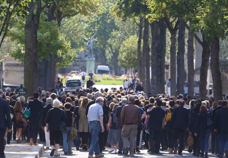 Une foule émue au cimetière du Montparnasse