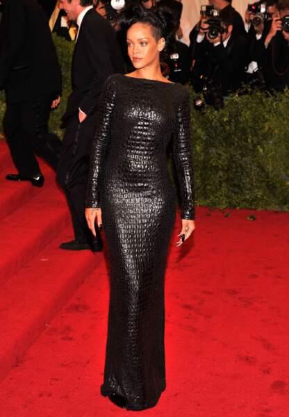 Rihanna, beauté fatale et sombre, en Tom Ford au Met Gala de 2012