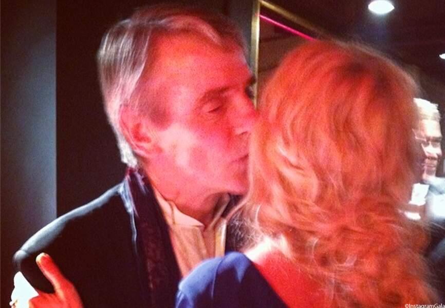 Jeremy Irons embrasse Sandrine Kiberlain à qui il a remis le Cesar de meilleure actrice.