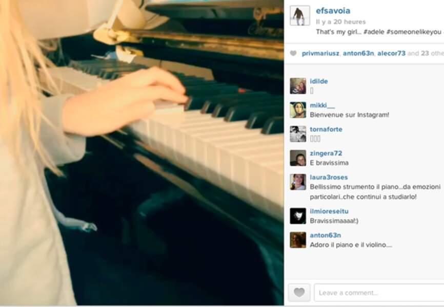 @efsavoia, fier de sa petite chérie et de ses premières prouesses au clavier publie cette vidéo so cute