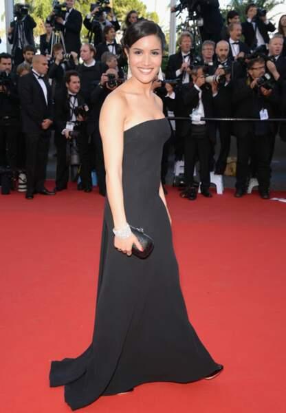 Sabrina Ouazani sobre dans sa robe bustier noir