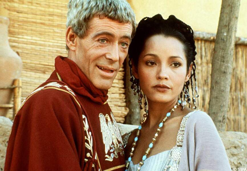 Peter O'Toole et Barbara Carrera dans Massada en 1981