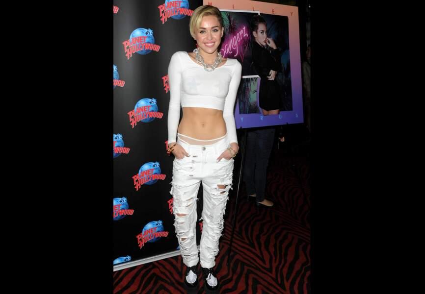 Miley Cyrus et ses caches tétons étoilés