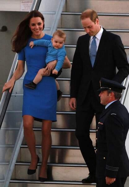 En robe bleu Klein Stella McCartney à Canberra
