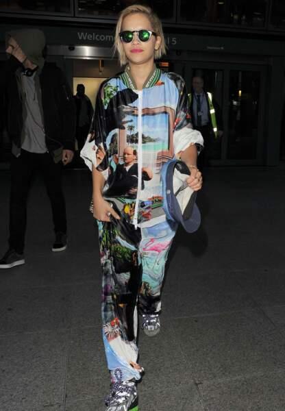 Rita Ora en pyjama arty
