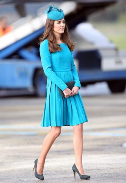 Sa robe bleue Emilia Wickstead, déjà portée en rose lors du jubilé d'Elisabeth II