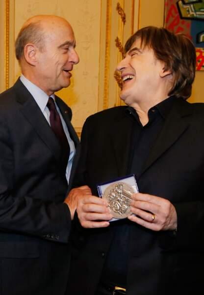 Serge Lama plaisante avec Alain Juppé