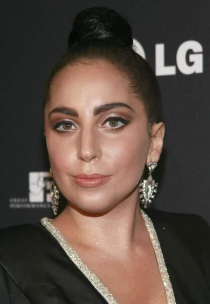 Lady Gaga et son chignon strict et plaqué