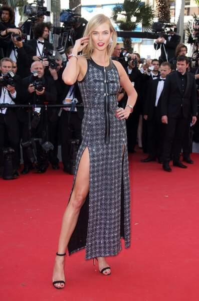 Karlie Kloss, égérie L'Oréal Paris, en robe Louis Vuitton