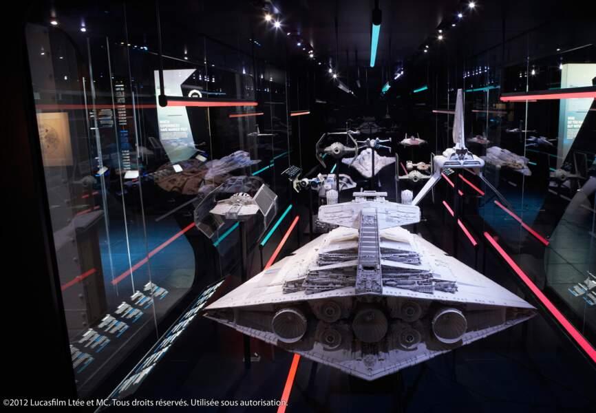 Les vaisseaux de l'Empire prêts à passer en vitesse lumière