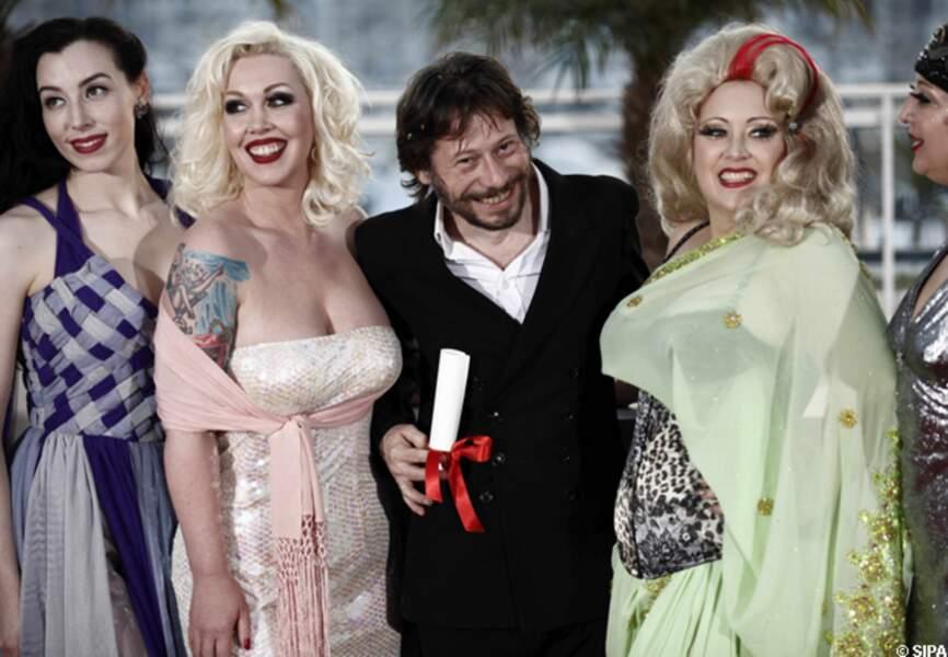 Mathieu Amalric et ses actrices de Tournée ont fait sensation sur le tapis rouge en 2010