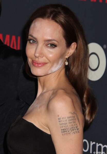 Angelina Jolie garde le sourire