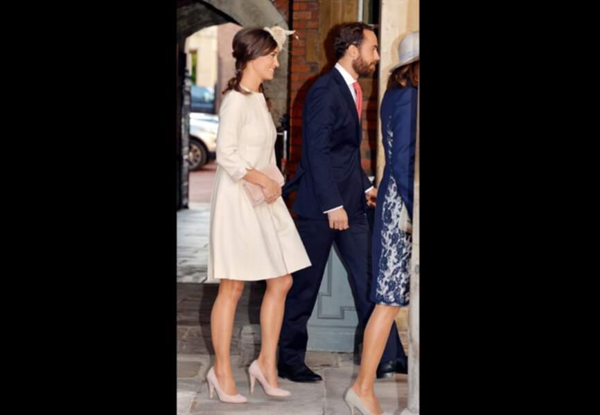 Pippa Middleton radieuse dans son manteau Suzannah