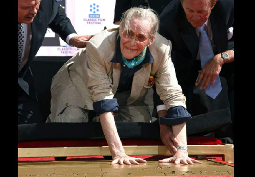 Peter O'Toole pose ses empreintes sur Hollywood Boulevard en 2011
