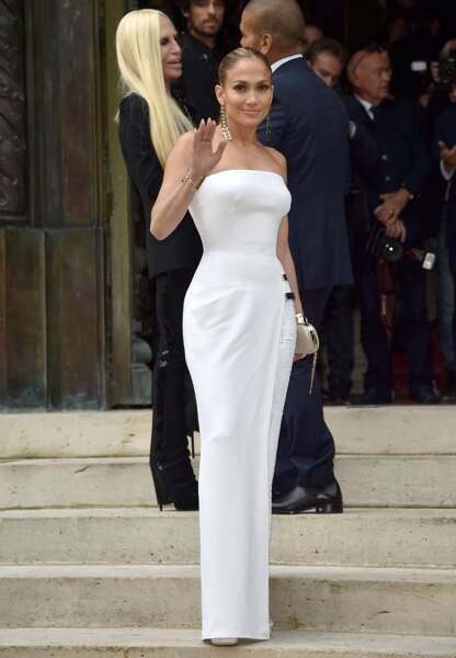 Jennifer Lopez, sculpturale en Versace