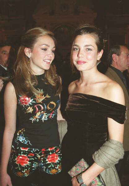 27 janvier 2002 - Charlotte et son amie lors de la soirée du Prix d'Amérique à Paris