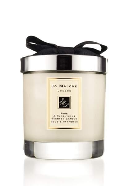 Jo Malone – Bougie parfumée Pine & Eucalyptus – 50€