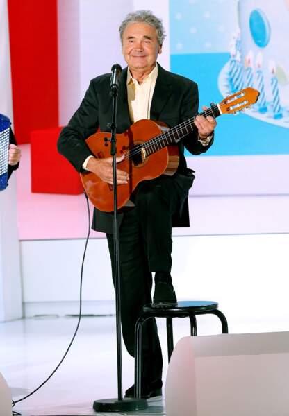 Un classique: Pierre Perret, sa guitare et son sourire