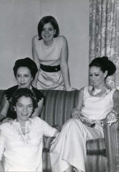 Marisa avec sa soeur, sa mère et sa grand-mère, un cliché rare selon elle