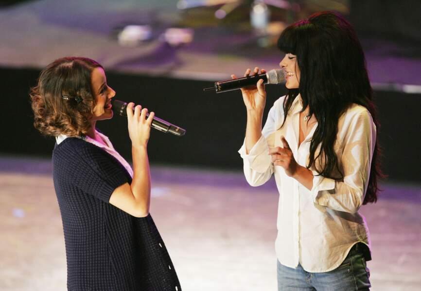 En 2008, Alizée chante avec son amie Jenifer pour le Gala Fight Aids à Monaco