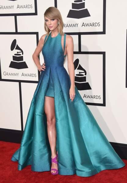 Taylor Swift dans sa robe Elie Saab lors des Grammy Awards 2015