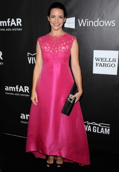 Kristin Davis à croquer dans sa robe rose bonbon