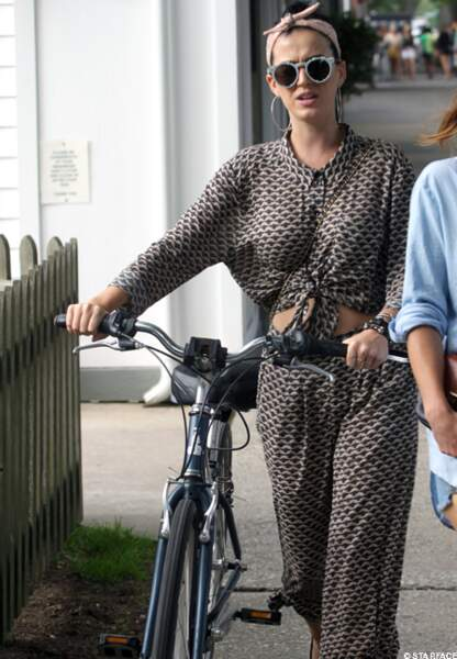 Katy Perry pratique le vélo incognito