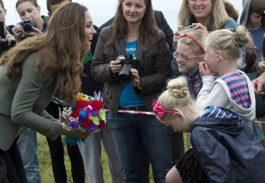 Kate sympathise avec de jeune habitante de Anglesey