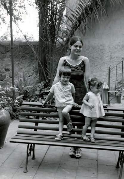 Eté 1965: Luisa et sa soeur Giovanna dans le jardin de la maison de Horta
