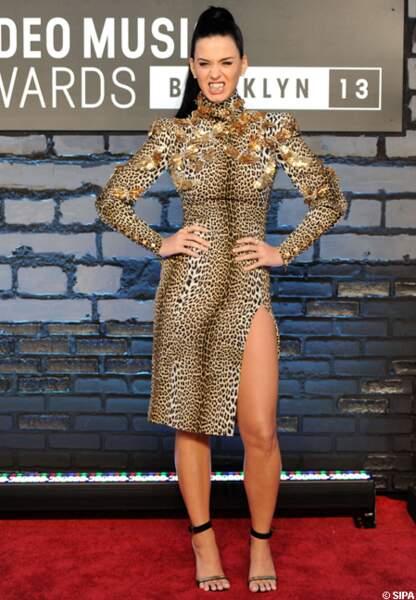 Katry Perry en robe léopard