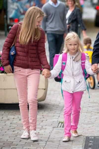 La princesse héritière Elisabeth prend soin de la petite dernière de la famille qui rentre en CE1