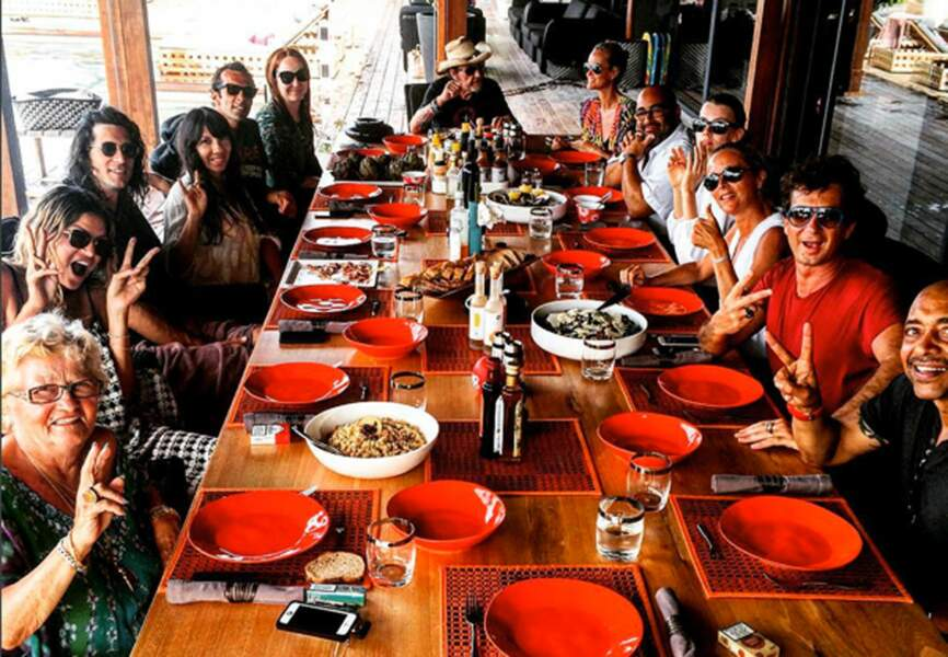 Déjeuner entre amis. Photo Instagram @sandraandcoparis