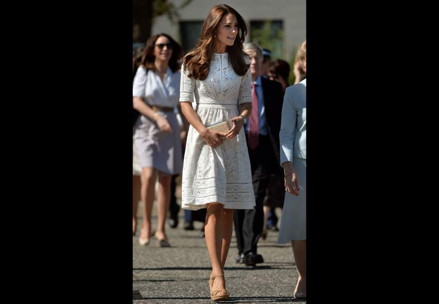 Sa petite robe blanche en broderie anglaise Zimmermann, une griffe locale