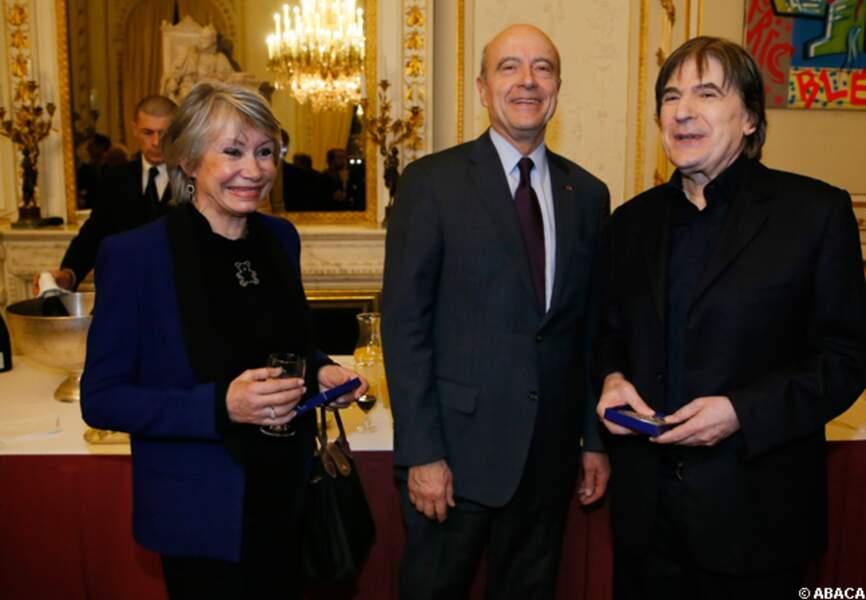 Serge Lama, son épouse et Alain Juppé prennent la pose