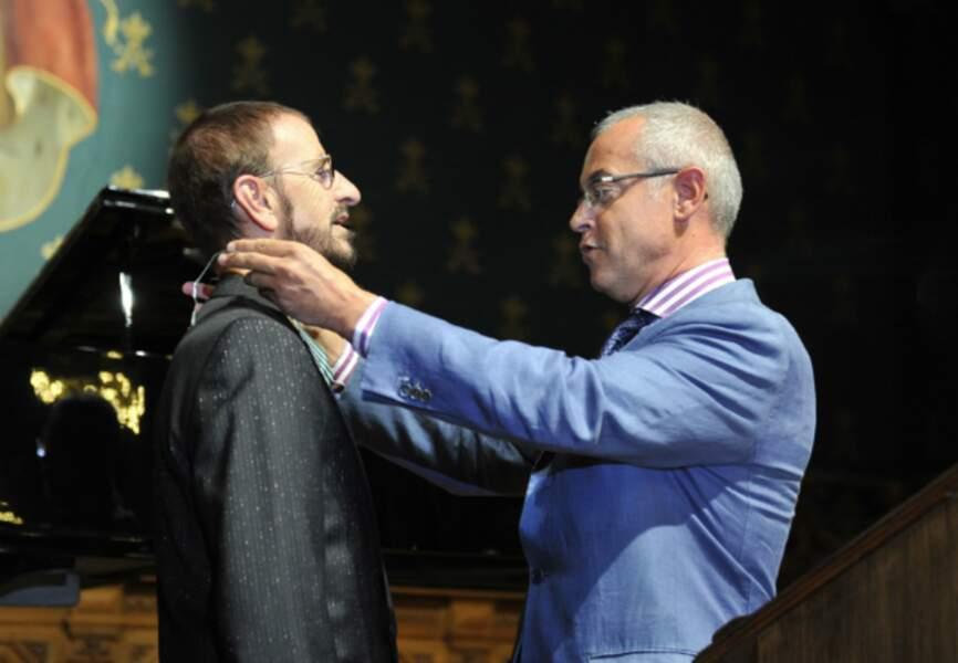 Ringo Starr décoré par Hugues Moret, ambassadeur de la France à Monaco