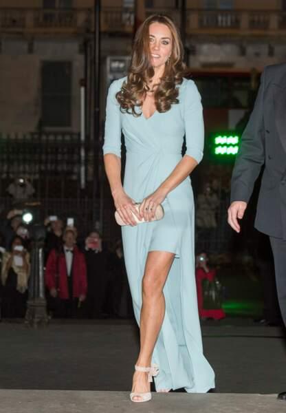 Arrivée sous le signe du glamour pour Princesse Kate en Jenny Packham