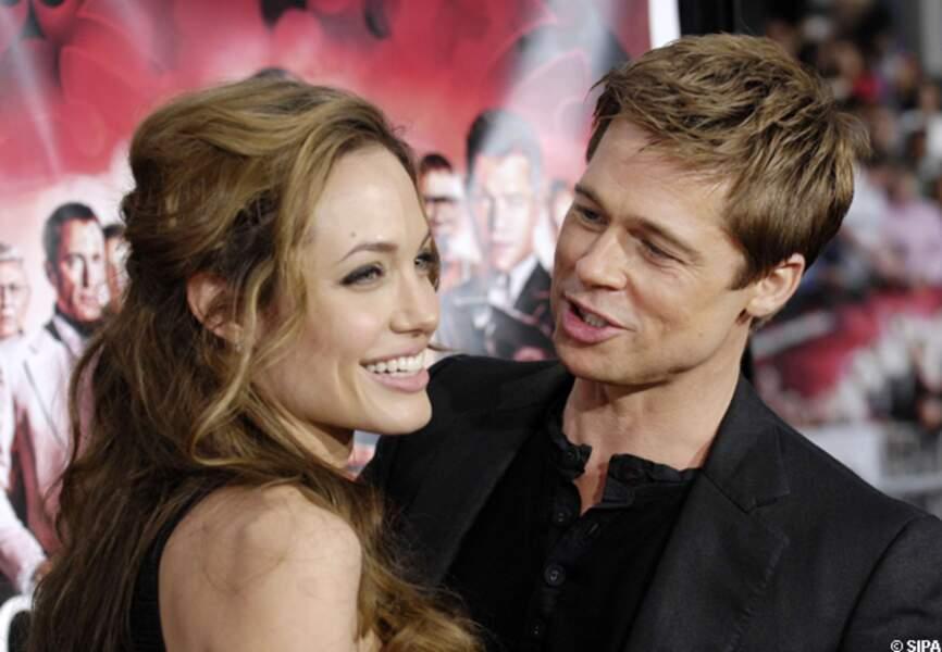 Brad Pitt et Angelina Jolie sexy et romantiques sur le tapis rouge de Ocean's Thirteen en 2007