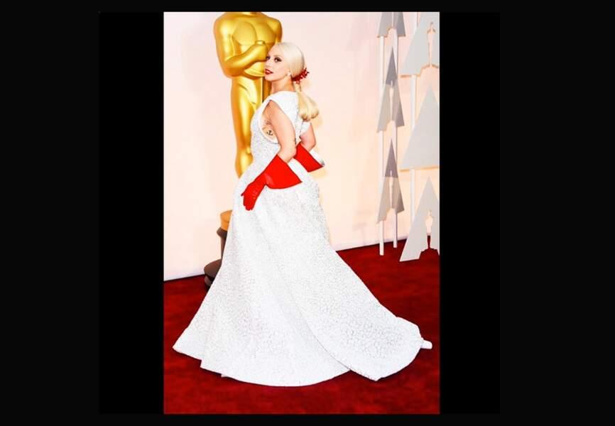 Lady Gaga, brillante sur le tapis rouge