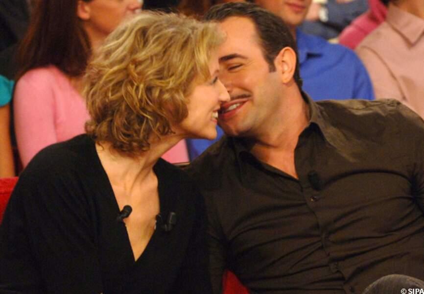 Jean Dujardin et Alexandra Lamy sur le canapé rouge de Vivement dimanche en 2006